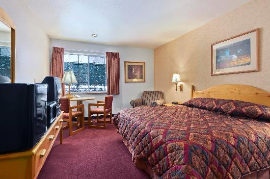 Summit Inn at Snoqualmie Pass: Deluxe Room