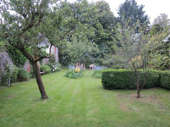 Eglinton, UK: The delightful garden