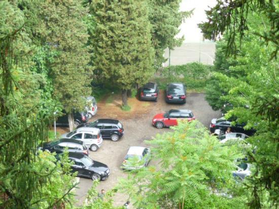 Hotel President: Parcheggio visibile dalla mia stanza