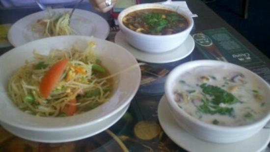 Thai Spice Restaurant: Papaya salad and two soups