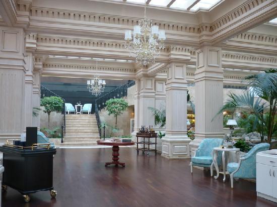 Rixos Almaty: Hotel lobby