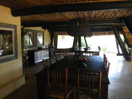 Cheetah Plains: Communal Dining area