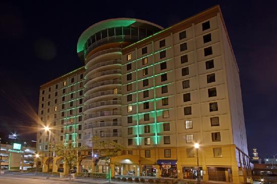 Holiday Inn Baltimore Inner Harbor Entrance Night Hiih