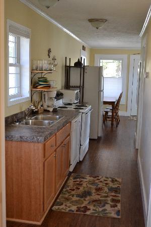 River Rock Cottages: Fern Lake Kitchen
