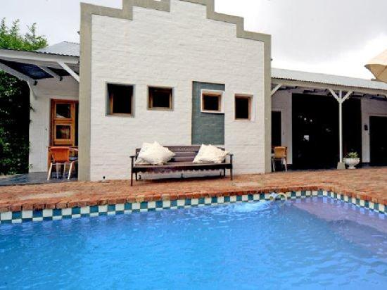 Karoo Retreat: Have fun cooling down in our pool