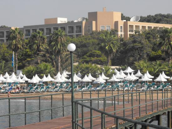 Turquoise Resort Hotel & Spa: View of hotel from the long peir