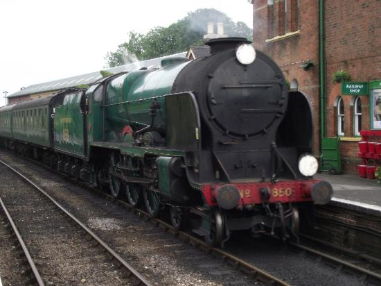 Alton, UK: 850 Lord Nelson at Ropley