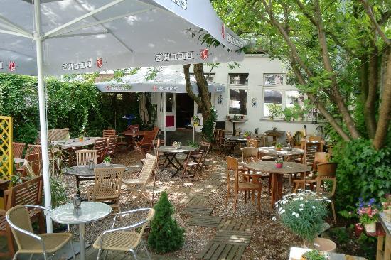 Bistro Mikado: Garten im Hinterhof