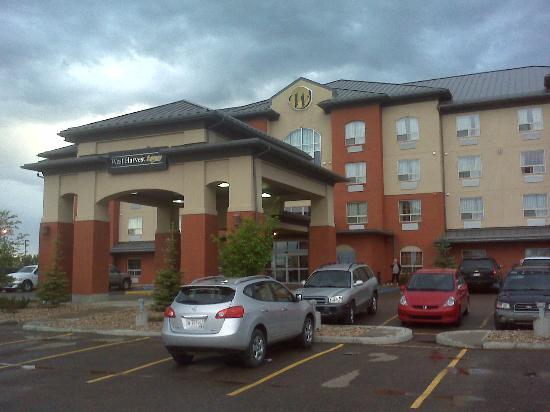 BEST WESTERN PLUS Meridian Hotel: Front Entrance