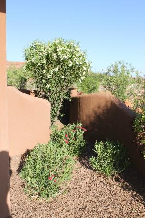 The Inn at Entrada: Garden area around our casita