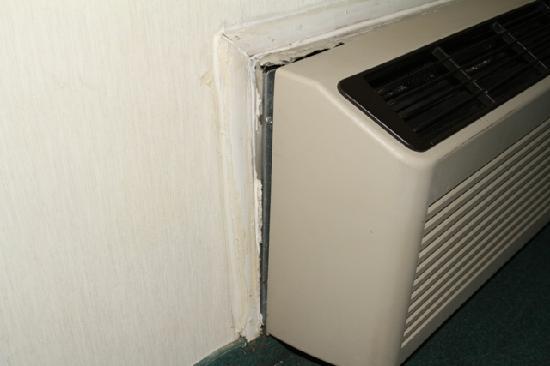 Country Hearth Inn & Suites: AC falling apart
