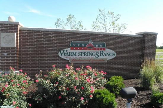 Boonville, MO: Entrance to Warm Springs Ranch