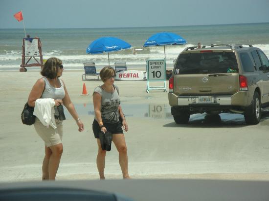 Beach at Daytona Beach: El mar.