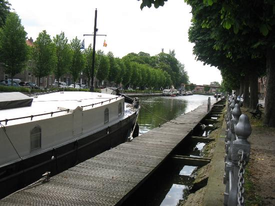 Rosenburg Hotel : canal just outside front of hotel