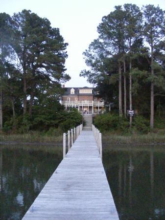 King's Creek Inn: The Inn from the dock