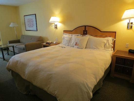 Radisson Hotel Chatsworth: sleep number bed