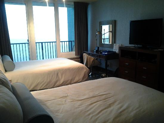Bayside at Sandestin: Flat Screen TV, desk and free WiFi