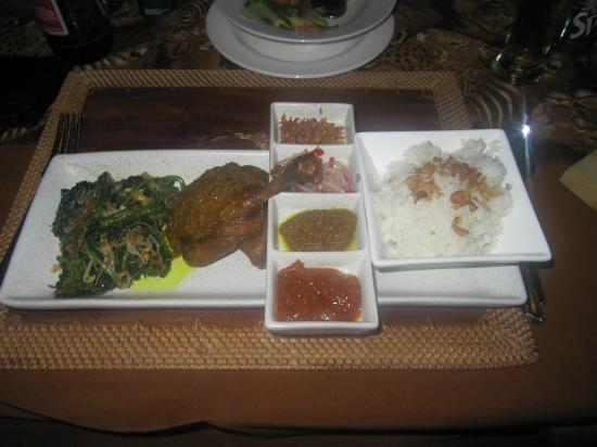 Mara River Safari Lodge : one of the lovely meals at the lions resteraunt
