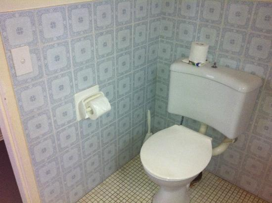 International Beach Resort: outdated tiles (ok toilet)