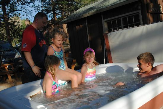 Triple R Cottages: Outdoor Hot Tub
