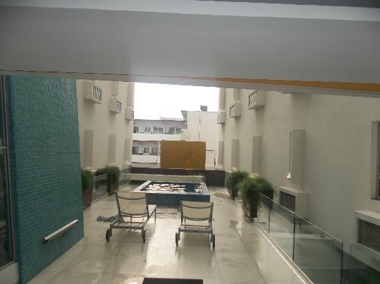 Nu Hotel: chapoteadero ( alberca 1.05m de profundidad)
