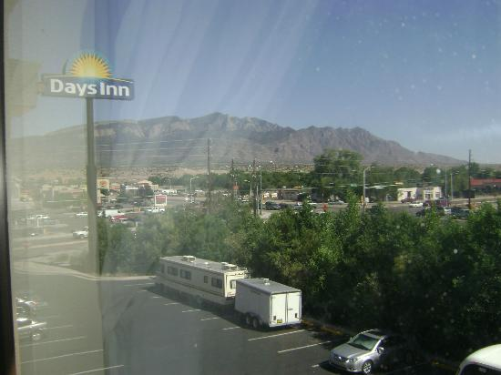 Days Inn Bernalillo: sandia peak mountain beautiful view from our window