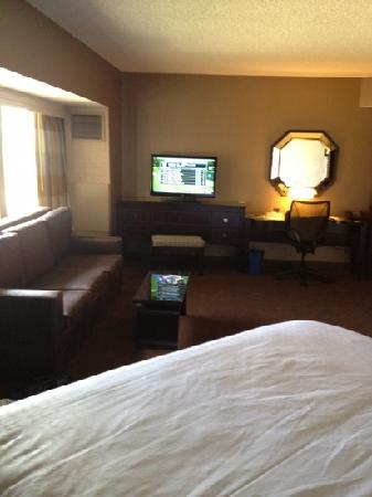 Sheraton Columbus at Capitol Square Hotel: nice big corner king room