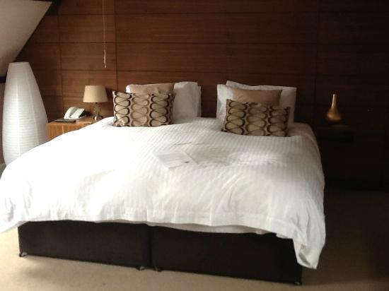 Castle Hotel: Big bed