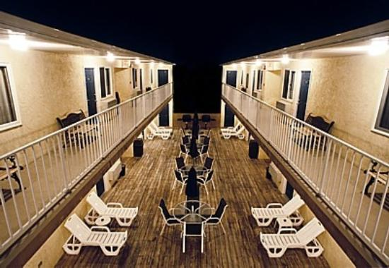 Sunburst Motels I & II: Sunburst Motel 2 Deck