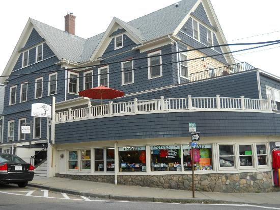 Woods Hole Inn, exterior