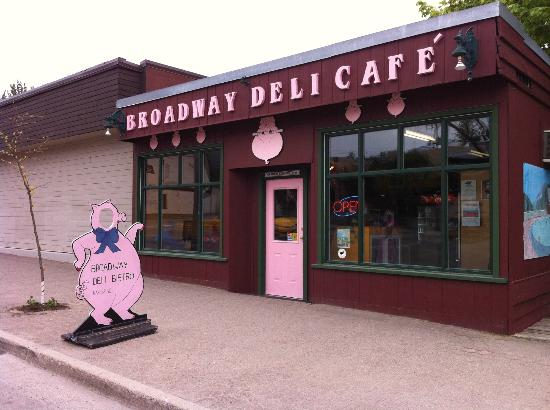 Broadway Deli Bistro: Great little spot for tasty food!