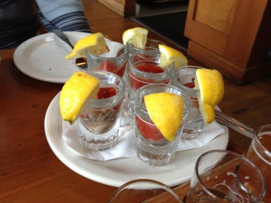 Bill's Tavern & Brewhouse : oyster shooters