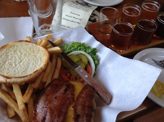 Bill's Tavern & Brewhouse : excellent burger and beer