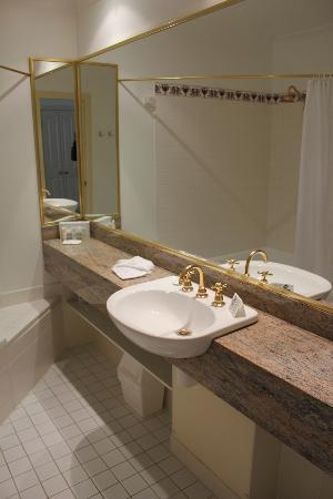 Hotel Mountain Heritage - Blue Mountains: Bathroom