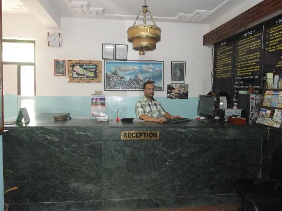 Hotel Backpackers INN: hotel reception &receptionest