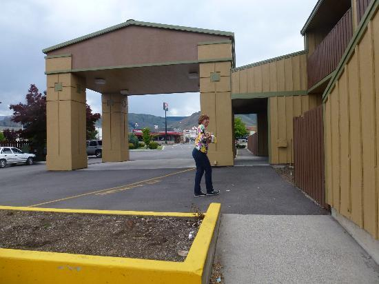 BEST WESTERN Chieftain Inn: hotel entrance