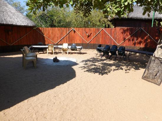 Tshukudu Bush Camp: Boma