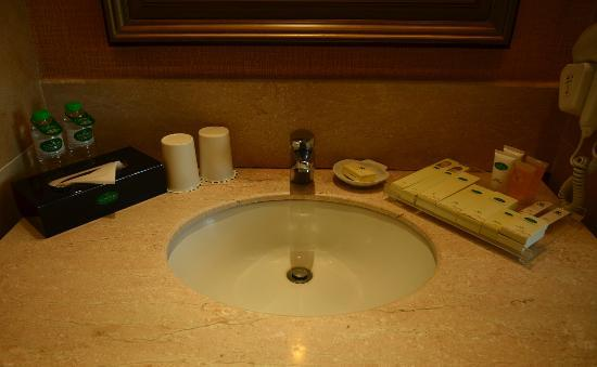 Fontana Leisure Parks & Casino: Sink & Counter