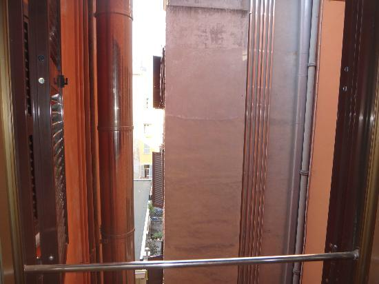 هوتل سترومبولي: view from window