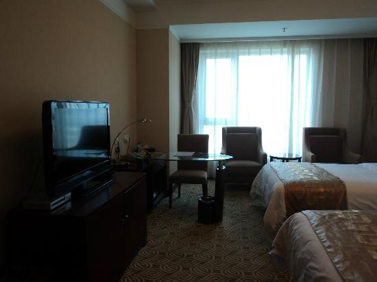Inner Mongolia Grand Hotel: Flat screen tv and writing desk with table lamp
