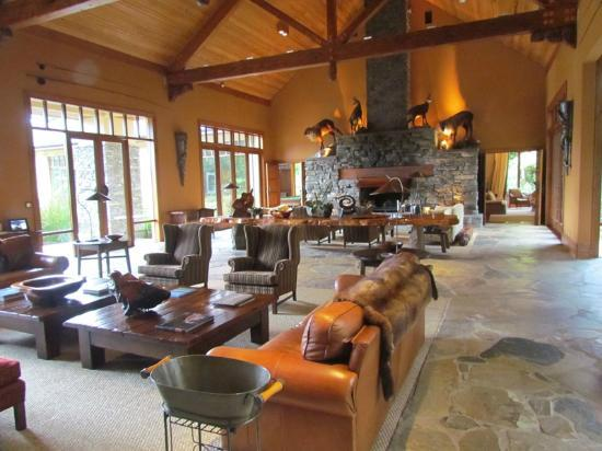 Treetops Lodge & Estate: Lounge
