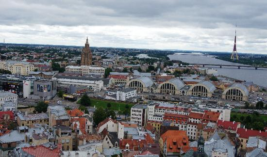 View of Riga from St Peter's Church Tower : рынок