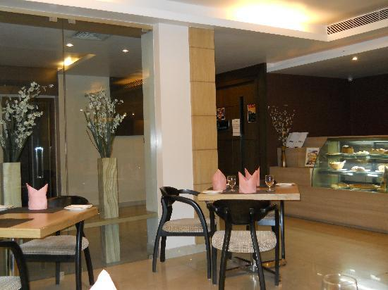 Hotel Kiranshree Portico: coffee shop