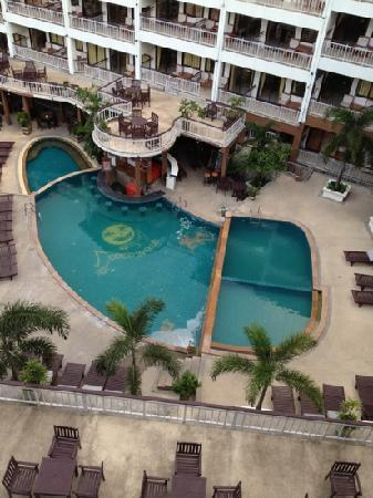 Drop In Club Resort & Spa: Dirty pool - it was deserted the whole week we were there