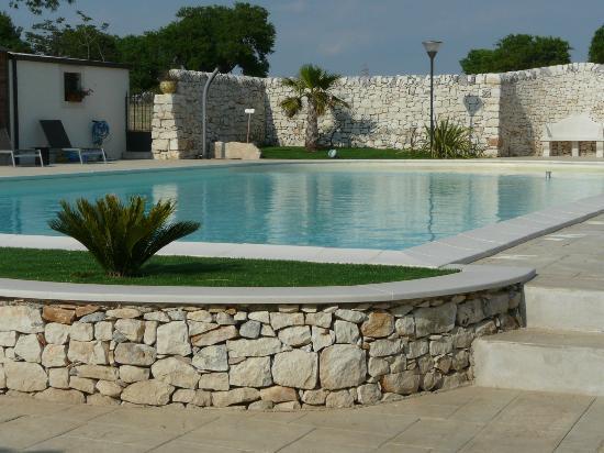 Artemisia Resort: Piscina