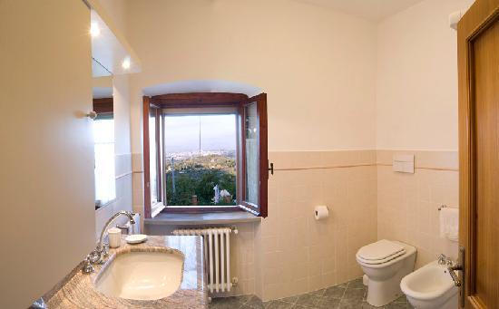 Casa di Sasso: un bagno / one bathroom