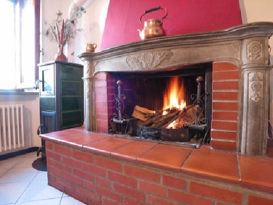 Casa di Sasso: caminetto / one fireplace