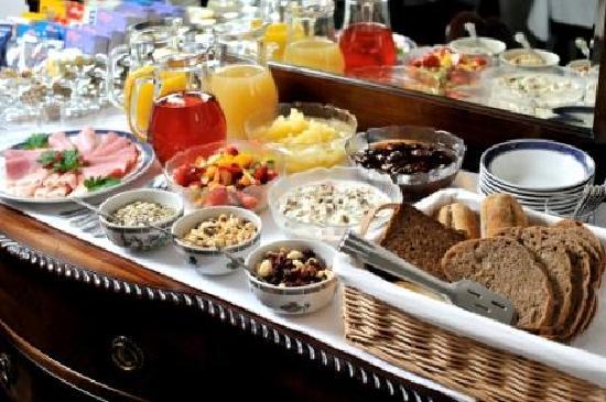 Dolvean House: Breakfast Buffet