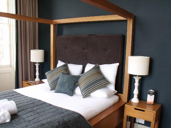 The Windermere Hotel: the bedroom