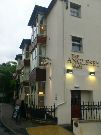 The Anglesey Arms: hotel front and side view